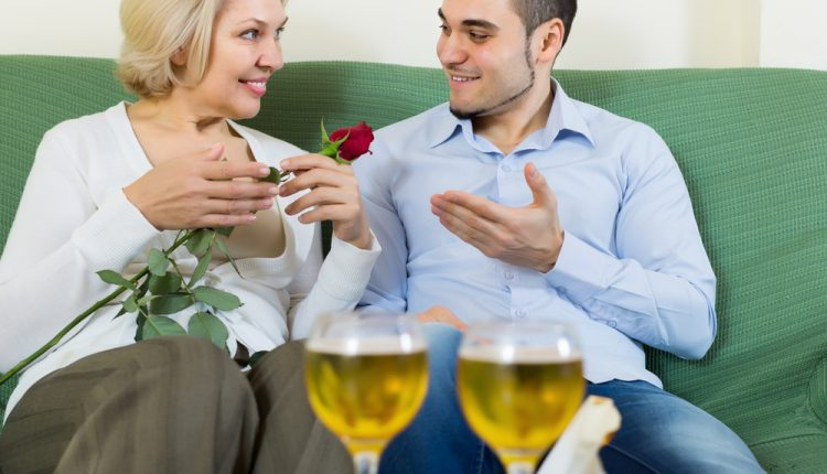 11 Pros and Cons of Dating Mature Women