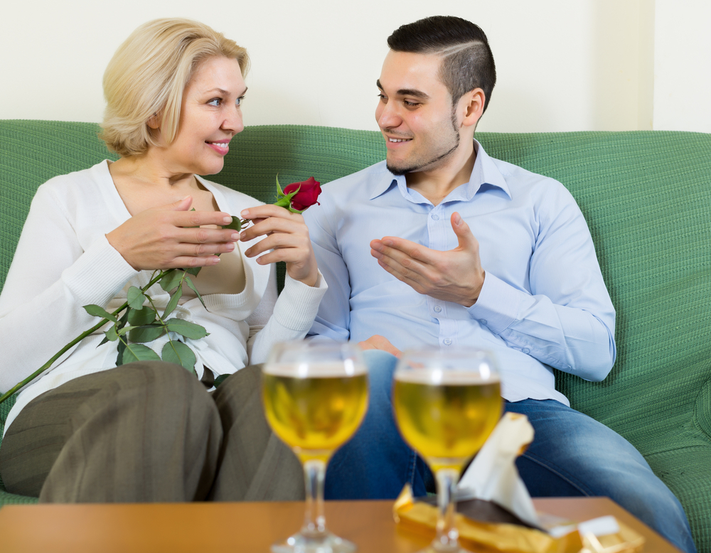 dating older guys pros and cons Dating british women: pros and cons so you'll see the pros and cons of dating british women now top 5 reasons why younger women marry older men.
